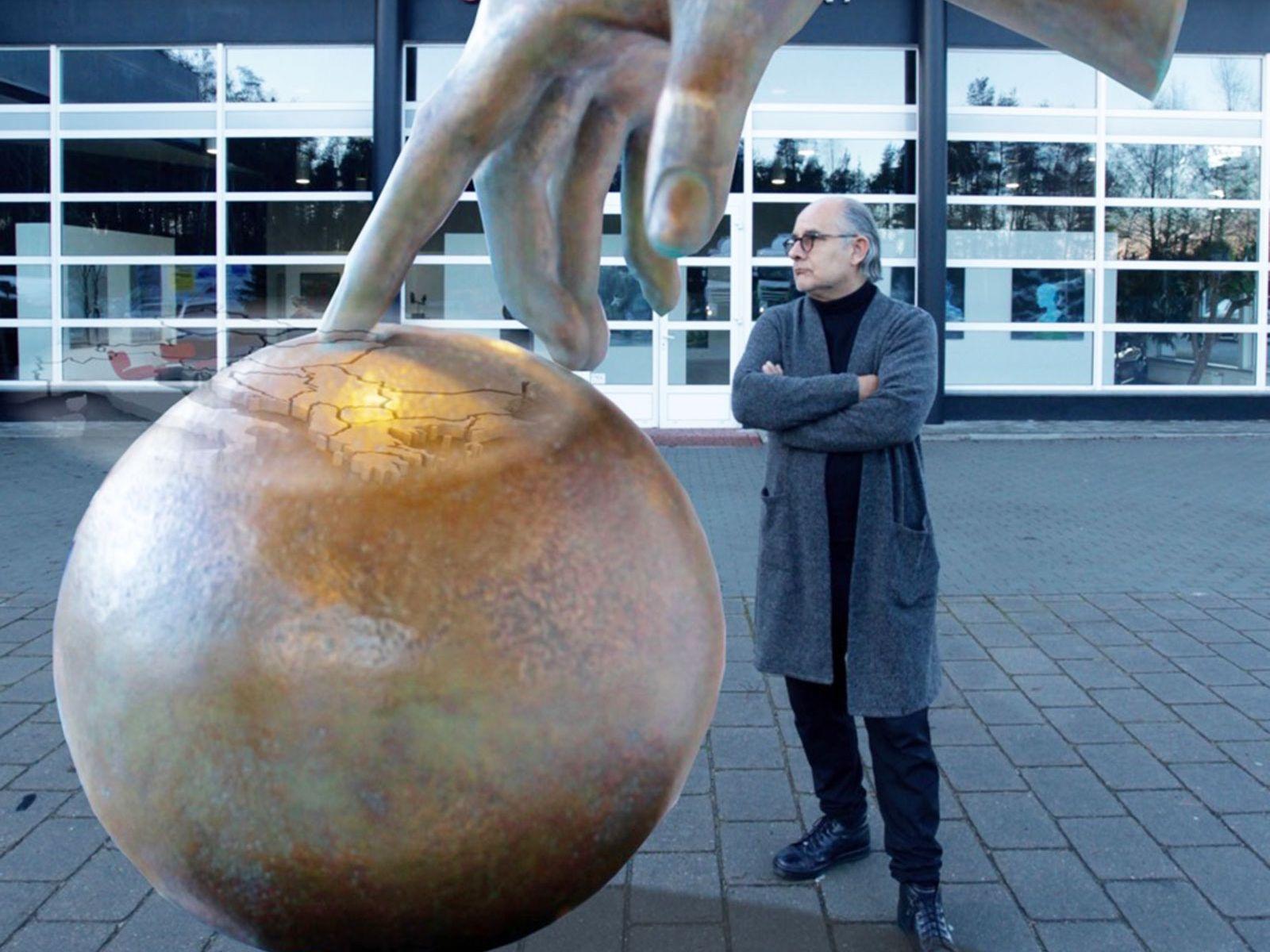Spanish artist Jull, commissioned to make a sculpture for One Herăstrău Park